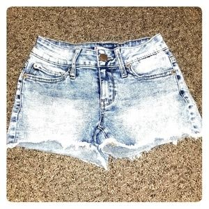 Junior's jean shorts